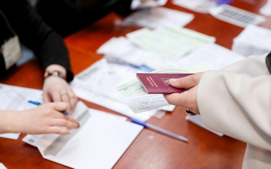 Pirmąją išankstinio balsavimo dieną aktyviausiai balsavo Lazdijai, pasyviausi – Trakų rajono gyventojai
