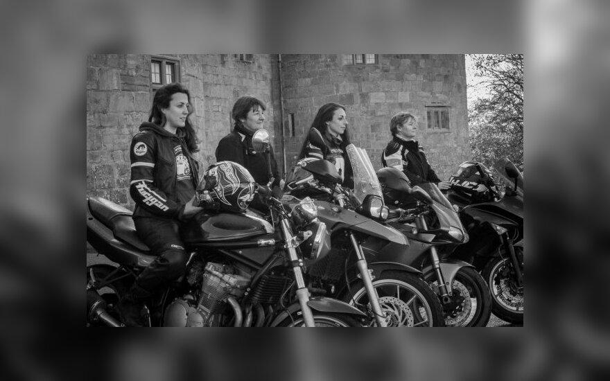 Motociklininkės leidosi į žygį per pasaulį – primins, kad yra lygiavertės vairuotojos
