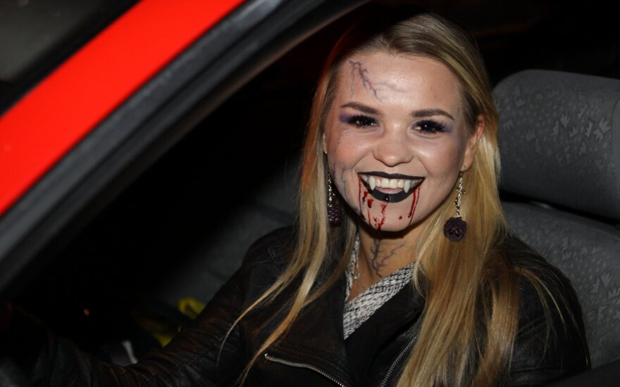 Naktis Vilniuje: vampyrė, mašinos netekęs girtas vairuotojas ir vienos nakties baudų rekordininkas