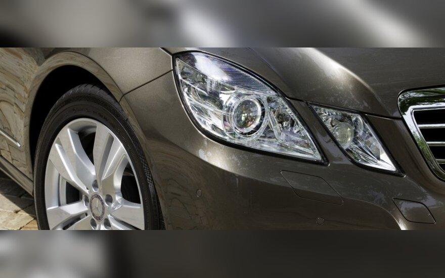 Balandį Estijoje naujų automobilių parduota beveik dvigubai daugiau