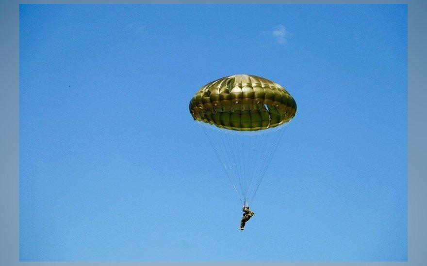 Sidnėjuje pateikti kaltinimai neteisėtai su parašiutu iššokusiam Prancūzijos piliečiui