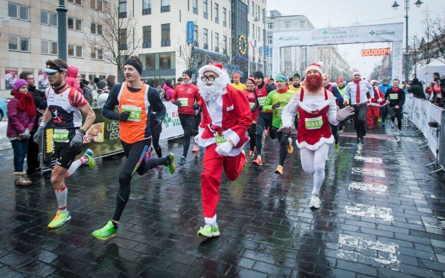 Kalėdiniame bėgime – tūkstančiai gerai nusiteikusių dalyvių