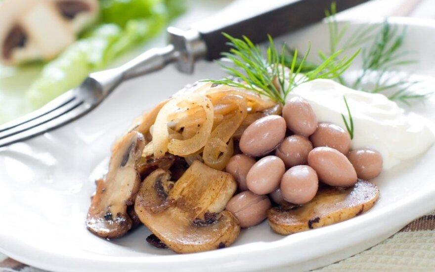 Pievagrybių ir baltųjų pupelių salotos