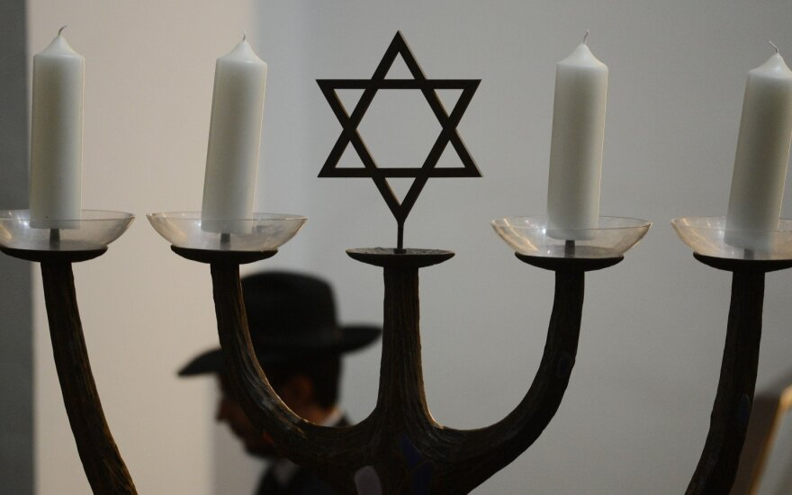 Lithuania to look for Jewish artefacts seized by Nazis
