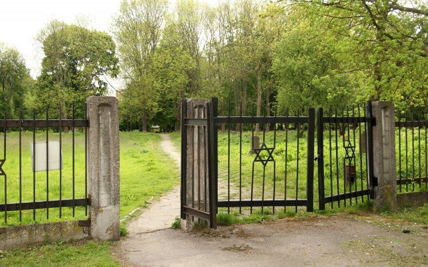 Kaunas undertakes to clean up old Jewish cemetery