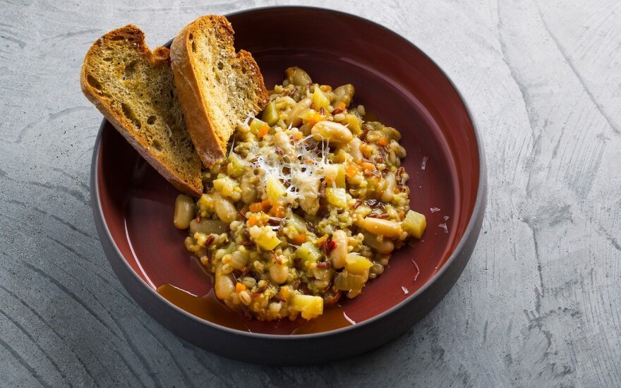 Tiršta itališka keturių grūdų sriuba su daržovėmis