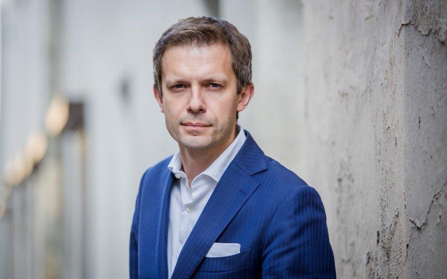 Andrius Tapinas. Uošviai ir ministrai – garuojančio mėšlo voniose