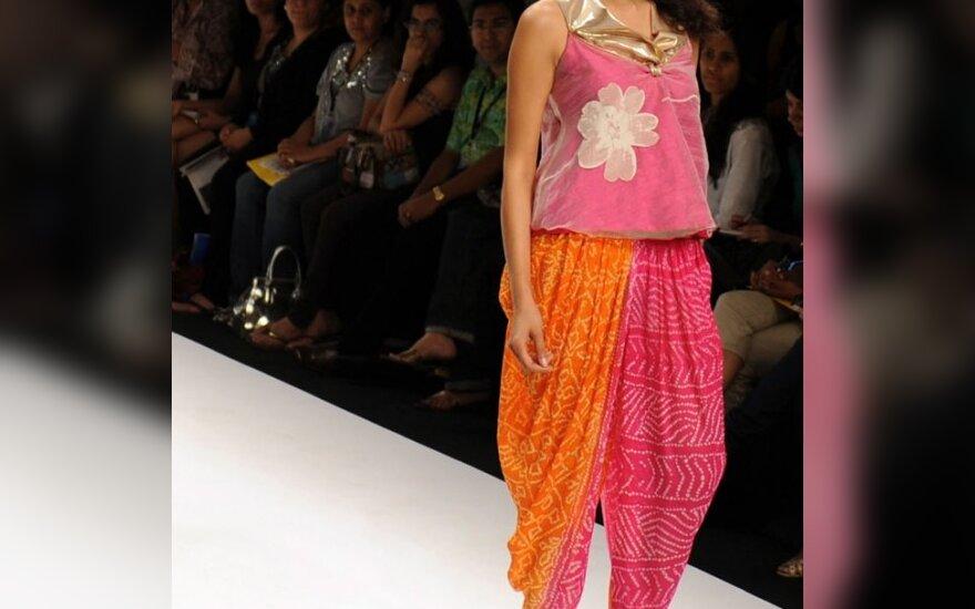 Kaushie Adiseshan modelis