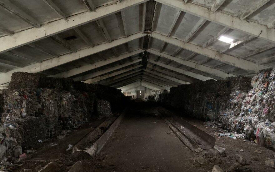 Valdas Benkunskas užfiksavo plastiko kalnus Čekiškės kaime