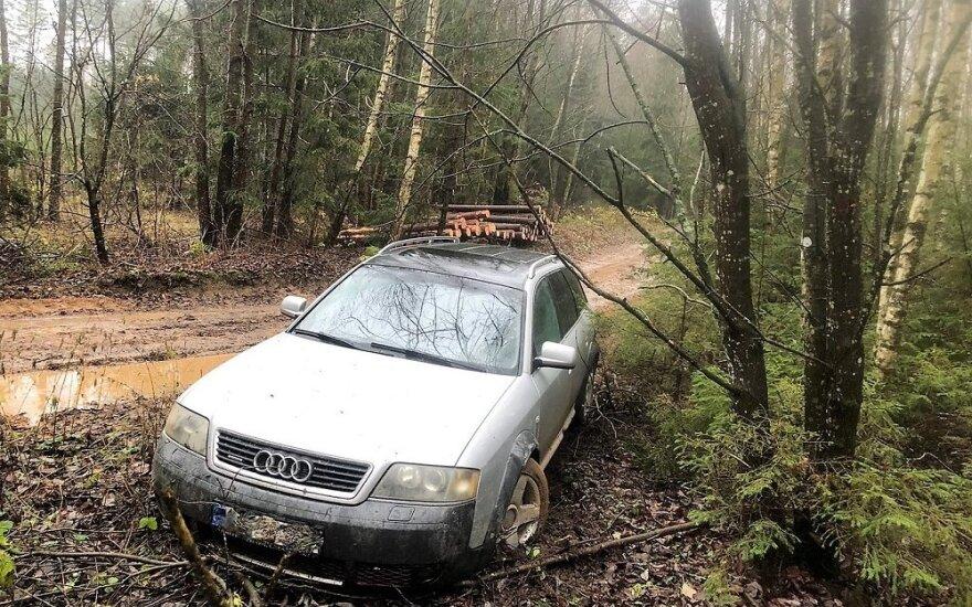 "Cigarečių prigrūstu ""Audi A6"" kontrabandininkas spruko 180 km/val. greičiu"