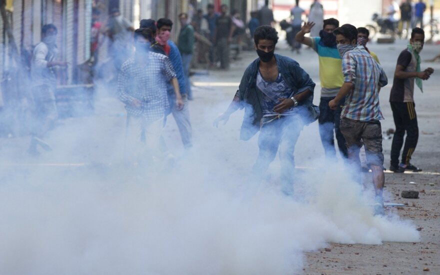 Indijos sostinėje per riaušes žuvo 13 žmonių, dar 150 sužeista