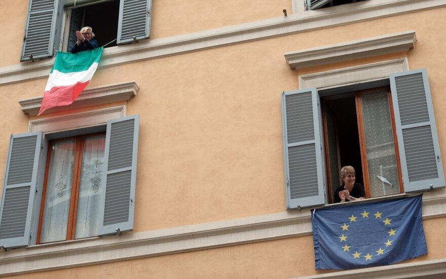 Italijoje naujų užsikrėtimų tempas lėtėja, tačiau mirčių skaičius nemažėja