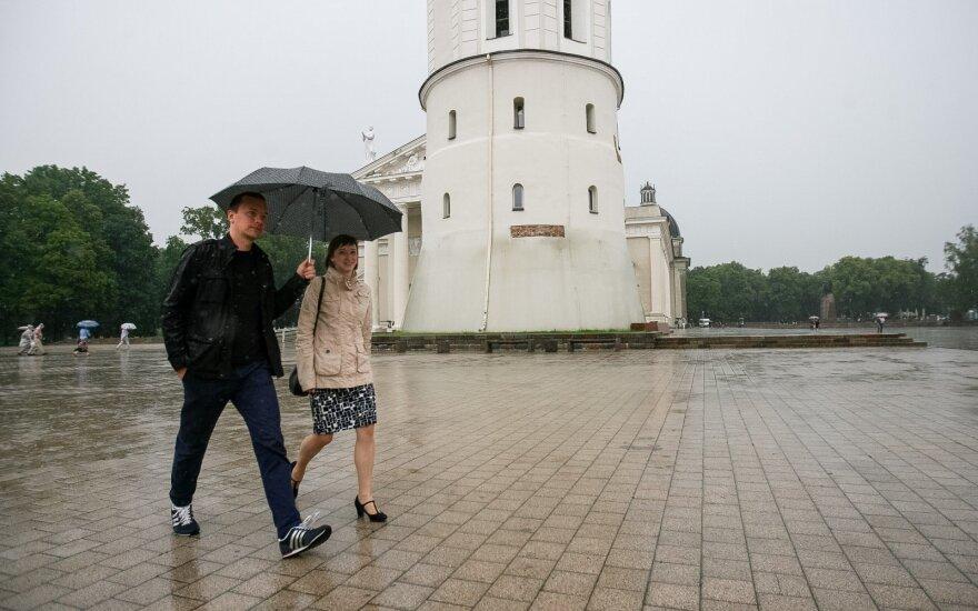 Orai: atkeliauja lietus, griaustinis ir vėsa