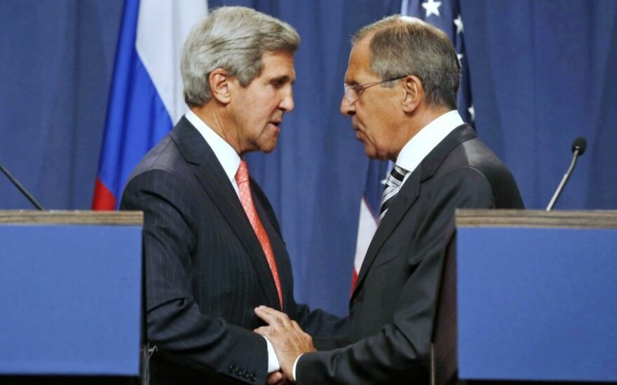 Rusijos ir JAV diplomatijos vadovai dukart per dieną susiskambino dėl Ukrainos