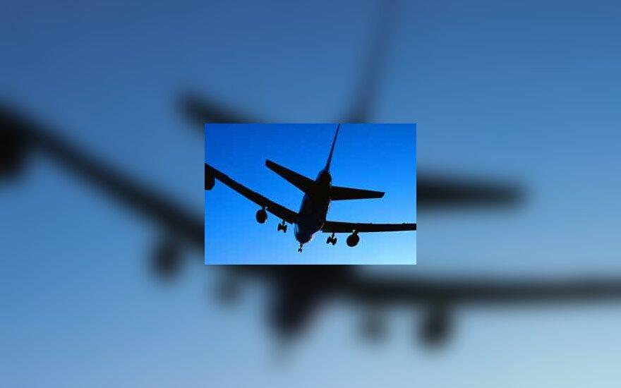 lėktuvas leidžiasi