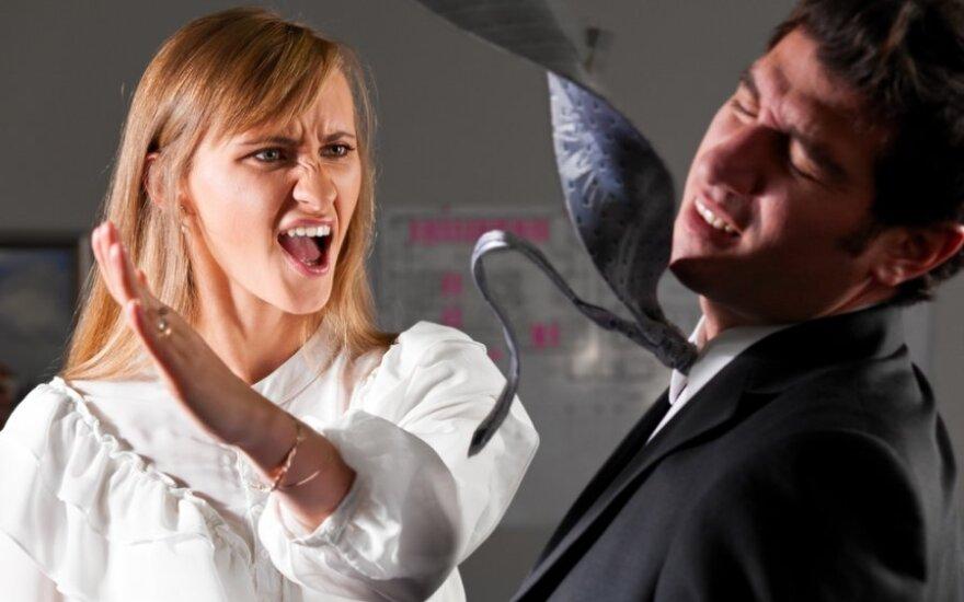 Sutuoktinės smurtą patyręs vyras: išgėrusi žmona užsimodavo tuo, kas pakliūdavo po ranka