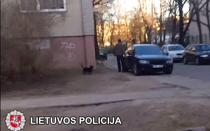 Kaimynų automobilius gadinusiam vyrui gresia teistumas ir civiliniai ieškiniai