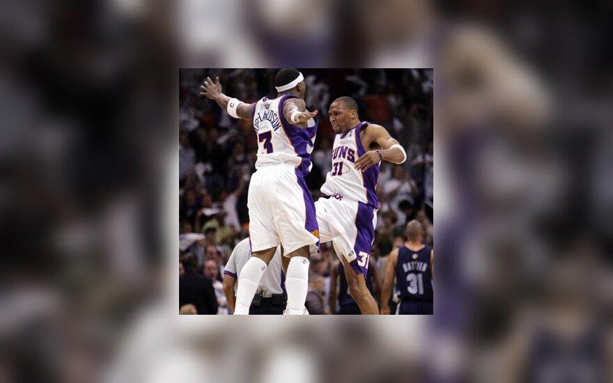 """Quentinas Richardsonas ir Shawnas Marionas (""""Suns"""") džiaugiasi pergale"""