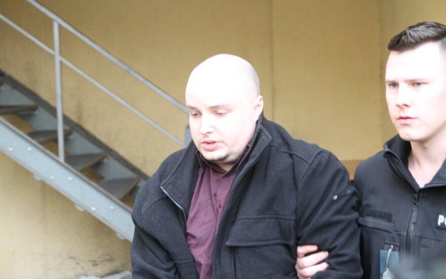 Teismas leido suimti užsienietį, kuris mokykloje vaikščiojo nuogas