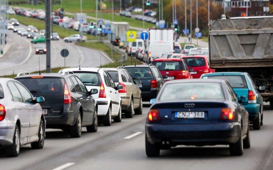 Automobilio mokestis mirė, tegyvuoja automobilio mokestis. Kuriam variantui ruoštis?