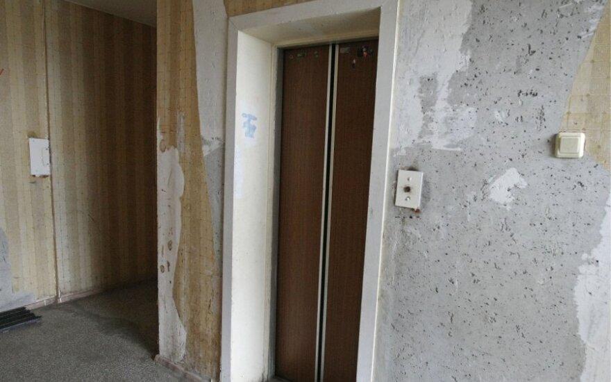 Daugiabučio gyventojai eksploatuoti netinkamu liftu naudojosi 18 metų