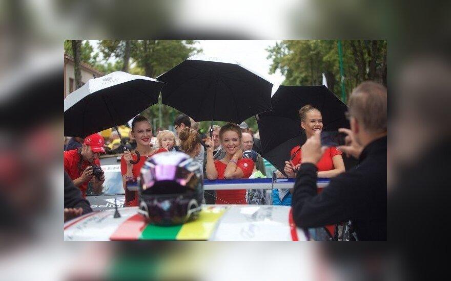 1000 km lenktynės prasidėjo spalvingu paradu Palangoje