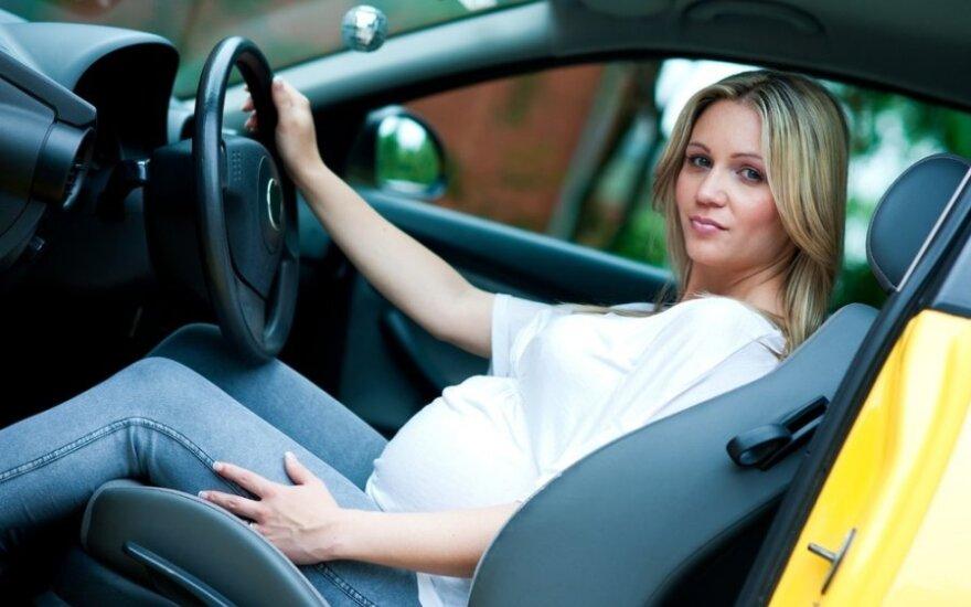 Nėščia moteris prie vairo: naudingi patarimai