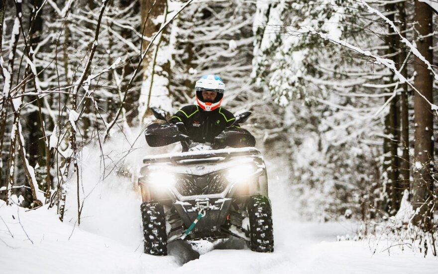 Sugrįžus žiemai ir šalčiui Karolis Mieliauskas vėl sėdo ant motociklo