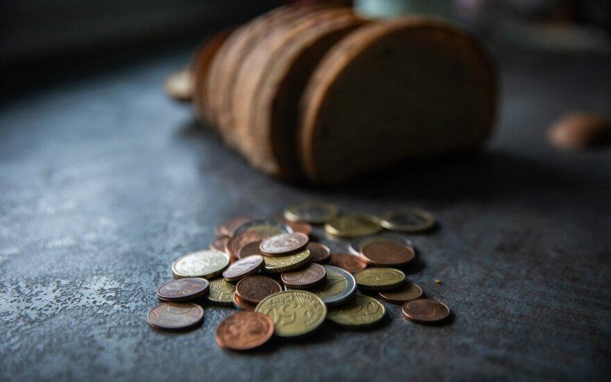 Milžiniškas išlaidas keičia santaupos: prognozuojama, kad lietuviai šiemet sutaupys 32 mln. eurų
