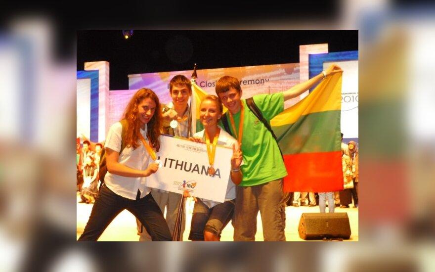 Iš Korėjos Lietuvos jaunieji biologai sugrįžta su pirmuoju aukso ir bronzos medaliais