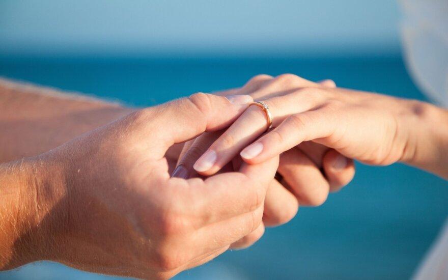 """<span style=""""color: #40a0ff;"""">Klausk teisininko</span>: ar su santuokos įžadais prisiimame sutuoktinio skolas?"""