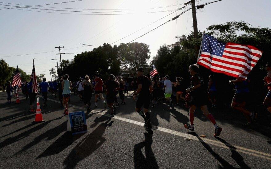 Kalifornijoje moteris paleido kelis šūvius prie maratono finišo linijos