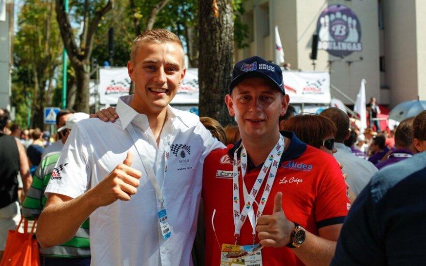 Simas Juodviršis (kairėje)