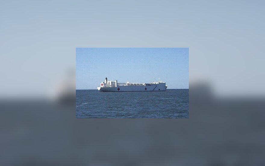 JAV karinis laivas-ligoninė atplaukė į JAV koronaviruso krizės epicentrą Niujorką