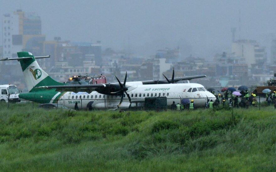 Nepalo oro uostas uždarytas nuo tako nuslydus lėktuvui