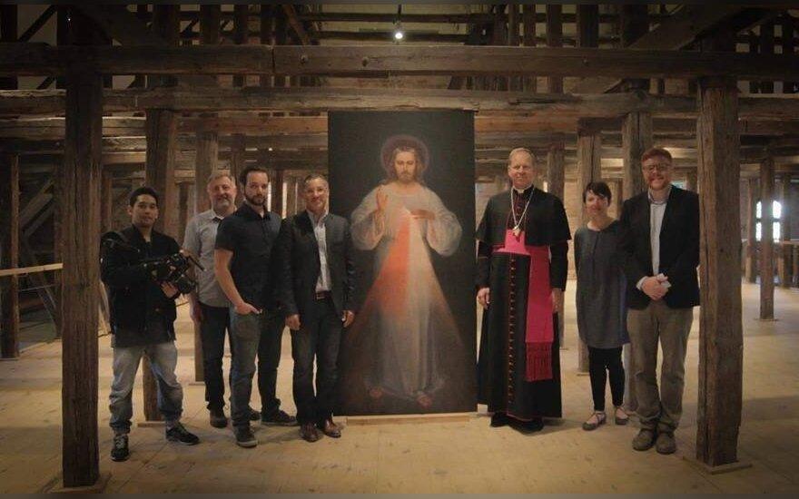 """""""Pirmasis Dievo gailestingumo paveikslas. Nežinomo šedevro negirdėta istorija"""" komanda"""