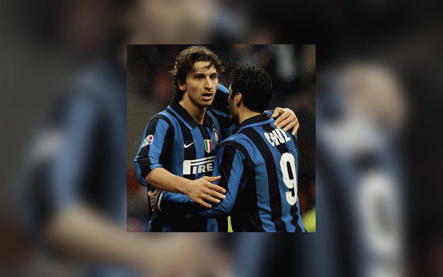 """Zlatanas Ibrahimovičius ir Julio Cruzas (""""Inter"""")"""
