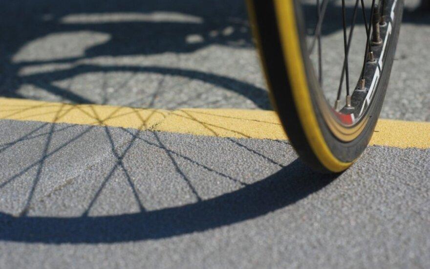 Bandymas aplenkti dviratininką baigėsi tragiška 4 žmonių žūtimi