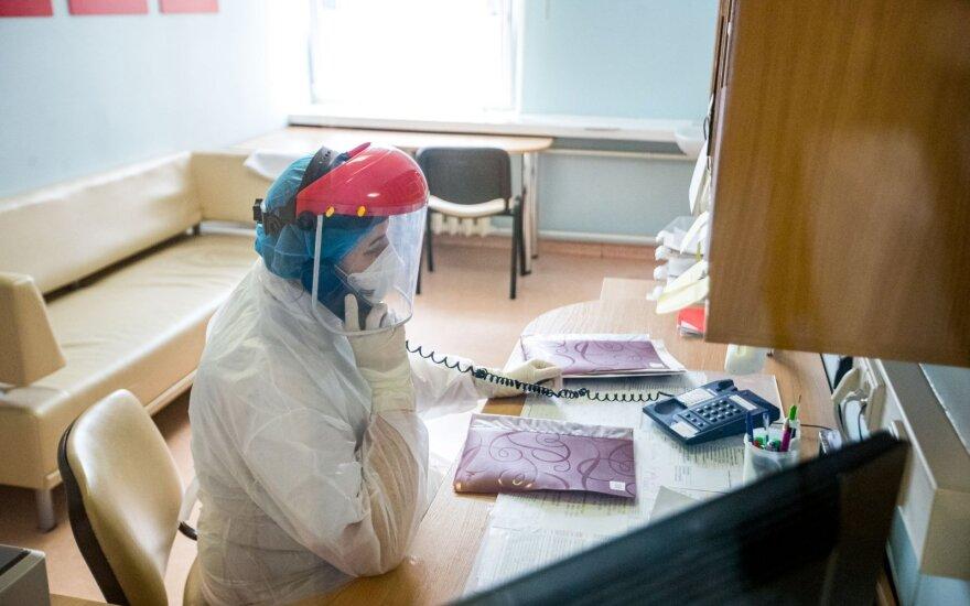 Profesorius – apie koronavirusą: per anksti apsidžiaugėme, gali vėl tekti nešioti kaukes
