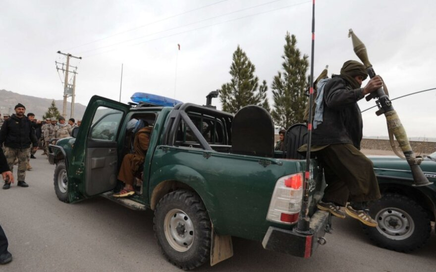 JAV ir talibai pasirašė susitarimą dėl Amerikos kariškių išvedimo iš Afganistano