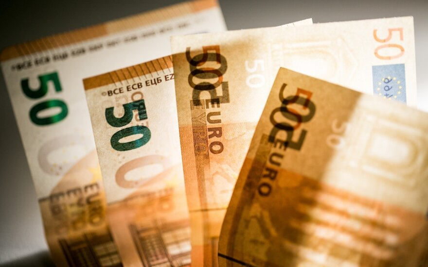 Didžiausi atlyginimai mėnesį prieš šventes: štai kas Lietuvoje uždirbo daugiau nei 10 tūkst. eurų