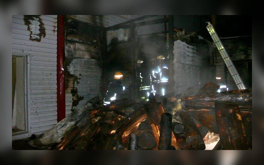 Ankstų rytą prekybos centre kilo gaisras