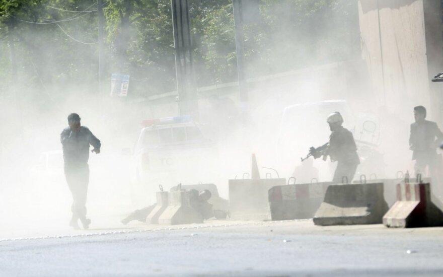 Kabule mirtininko sprogdintojo atakos metu žuvo bent 48 žmonės