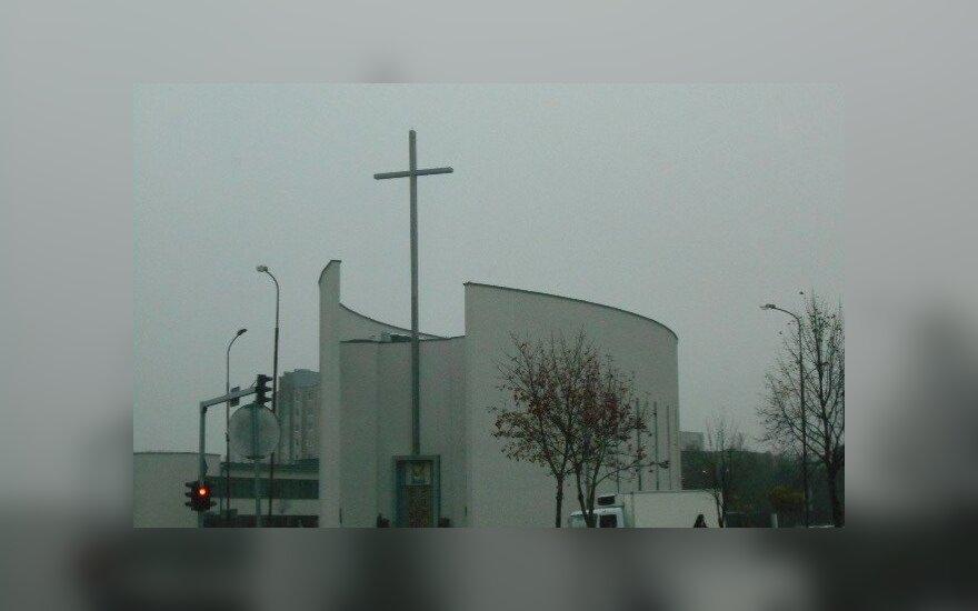 Miesto legenda - ant bažnyčios kryžiaus statybininkų paliktas butelis