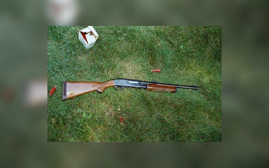 Šaudė į vagis - nušovė 15-metį anūką