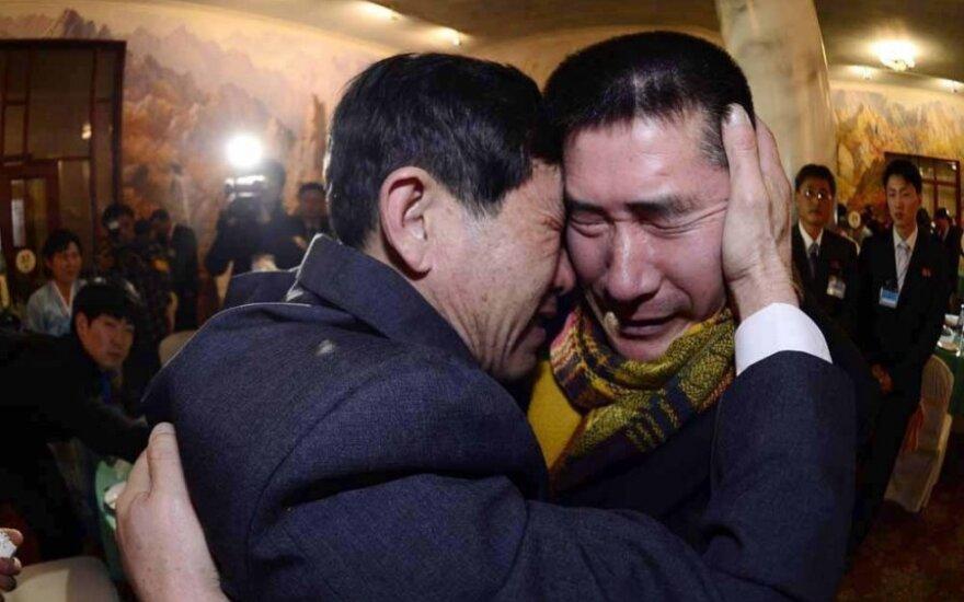 Šiaurės Korėjoje – emocingi susitikimai