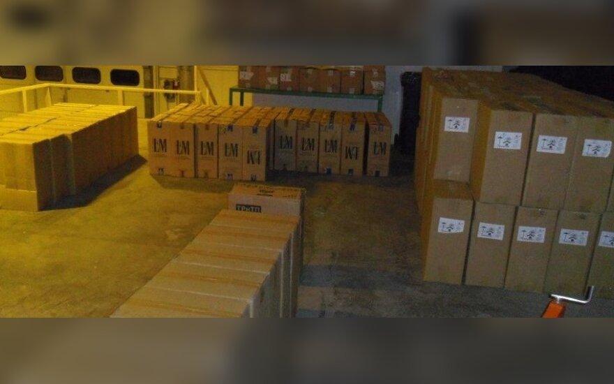 Muitininkai nustebinti įžūlumu: pusės milijono litų vertės cigarečių kontrabanda buvo vos pridengta