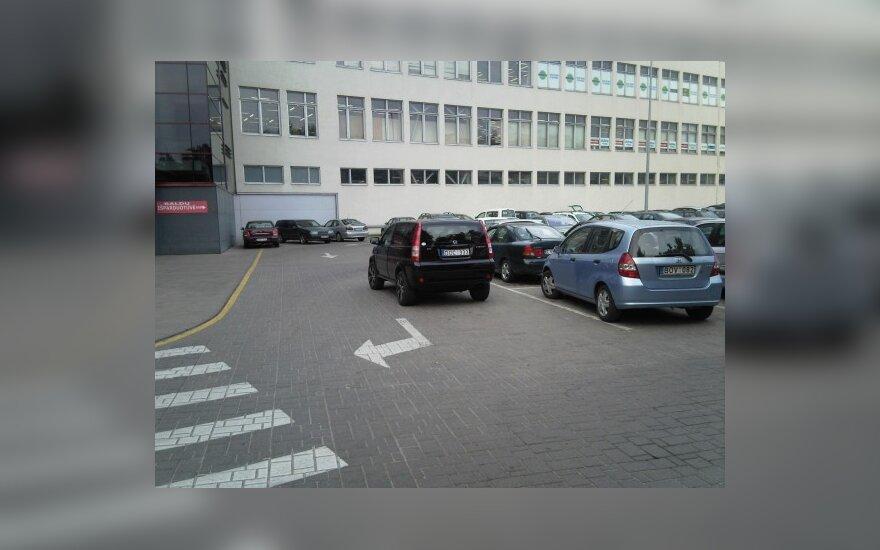 """Honda HR-V prie """"Baldų rojaus"""", Vilniuje"""