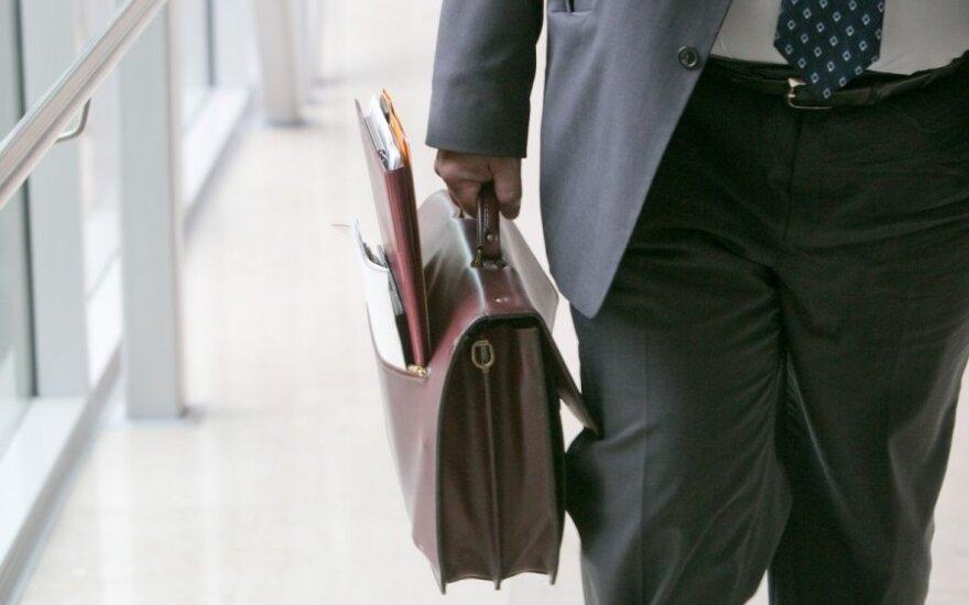 Reaguodami į planuojamą valstybės tarnybos pertvarką, tarnautojai stoja į profsąjungas