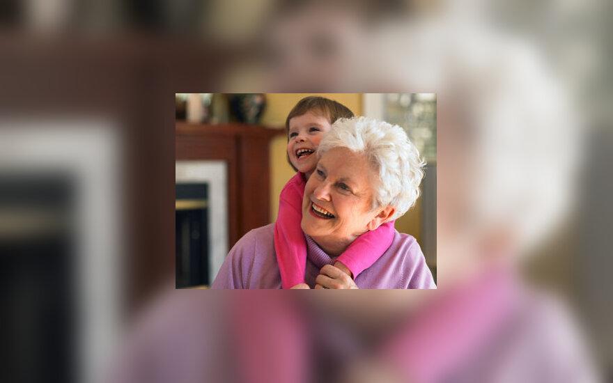 Močiutė su anūke